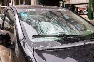 汽车挡风玻璃要好好呵护,出现破损要及时修复!